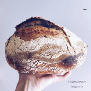 Świeżo Upieczona Chleb pszenno-orkiszowy z siemieniem lnianym