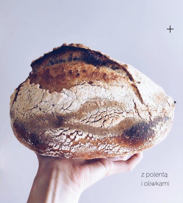 Świeżo Upieczona Chleb pszenny z polentą i oliwkami