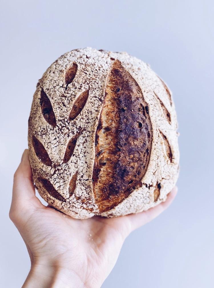 świeżo-upieczona-chlebek